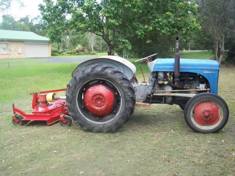T20 Ferguson Tractor : Ferguson t tractor blade and finishing slasher hervey